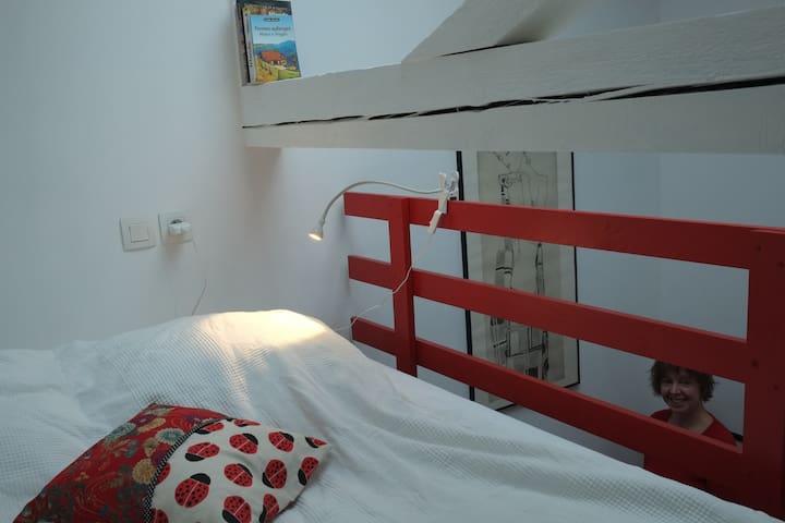 Chambre et petit-déjeuner dans grand loft rénové - Straatsburg - Huis