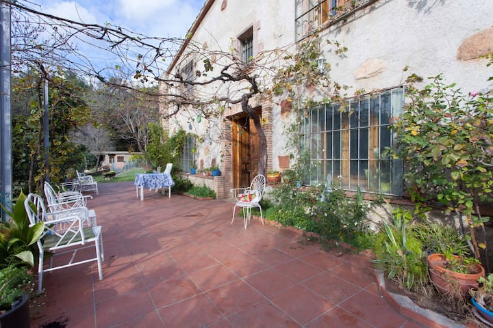 Mountain cosy house Barcelona - La Garriga - Bed & Breakfast