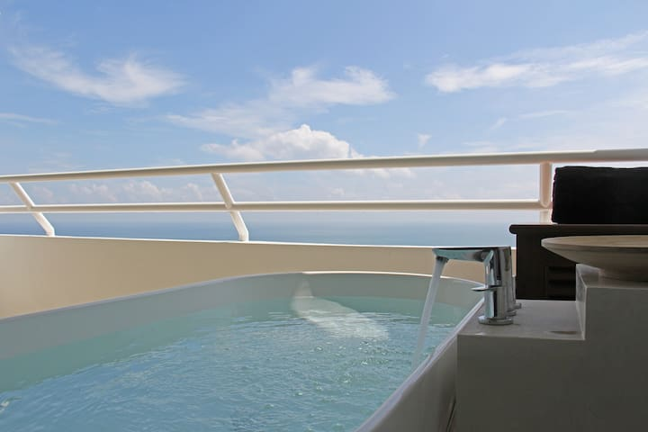 Beachfront Resort Suite with a Seaview Hot Tub -9