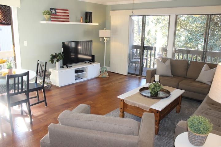 The Magnolia Hideaway-2BD,2BA.FREE cable,Wifi,Pool