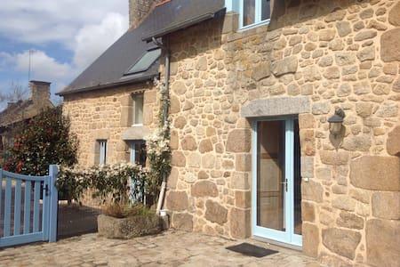 Petite maison bretonne de caractère - Baillé - Haus
