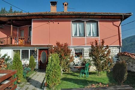 Guest House Saint Valentine - Koprivshtitsa - Ev