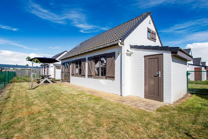 Secluded Holiday Home in De Haan with Garden