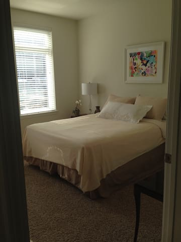 Private BR/BA in large apt with indoor parking - Morristown - Leilighet