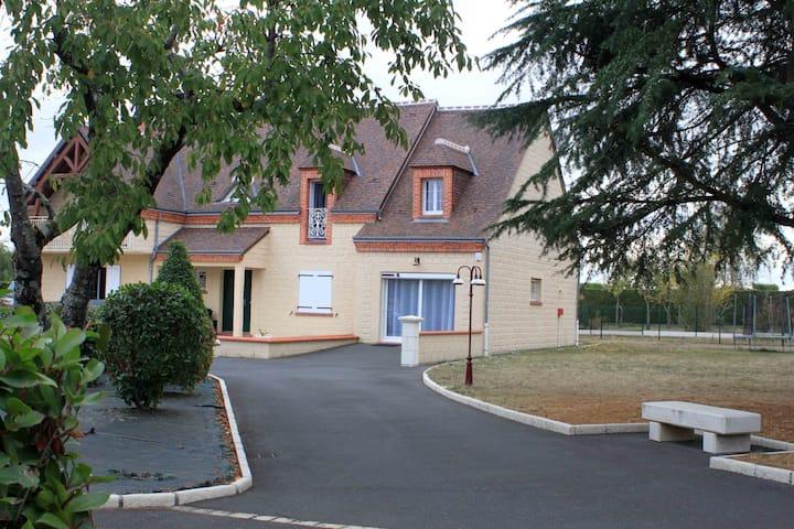 Betsit between Chambord and Beauval Zoo
