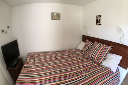 Bed&breakfast in villa with pool & trampoline - La Gaude - Casa de camp