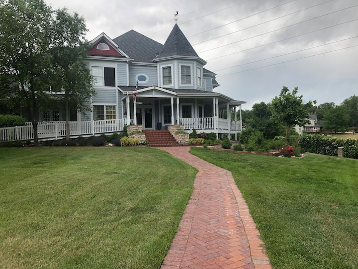 Gorgeous Victorian with Private Rooms for Rent