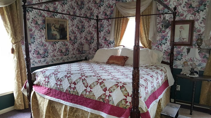 "Lylewood Inn B&B ""Zanie's Room"""