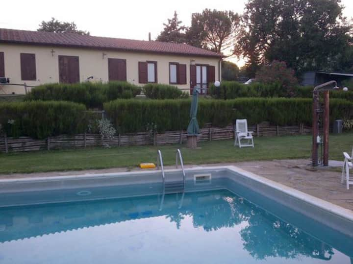 "Indipendent Country House "" La Mula"""