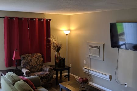 Comfortable 2bd 1ba apt w/ private entry & WiFi