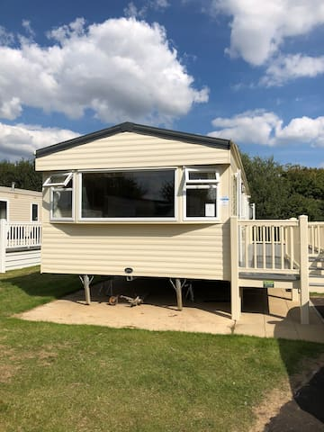 8 berth 3 bed caravan with decking and hot tub