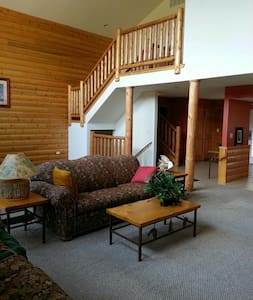 LUXURY CABIN AT GRAND BEAR RESORT ! - utica - Zomerhuis/Cottage