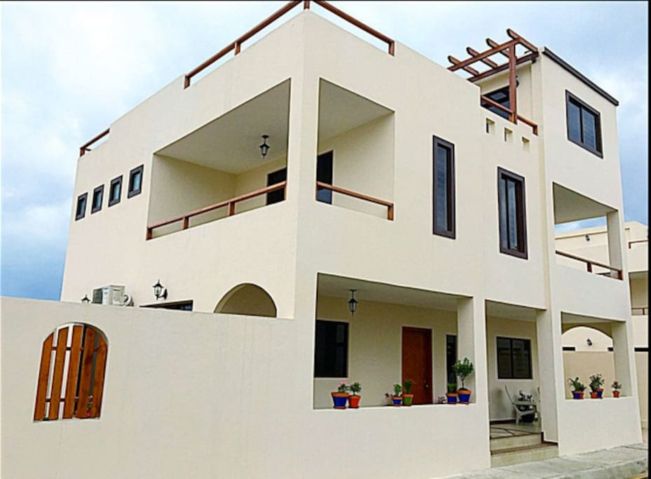 3-story luxury villa with garden & roof patios and 2 balconies