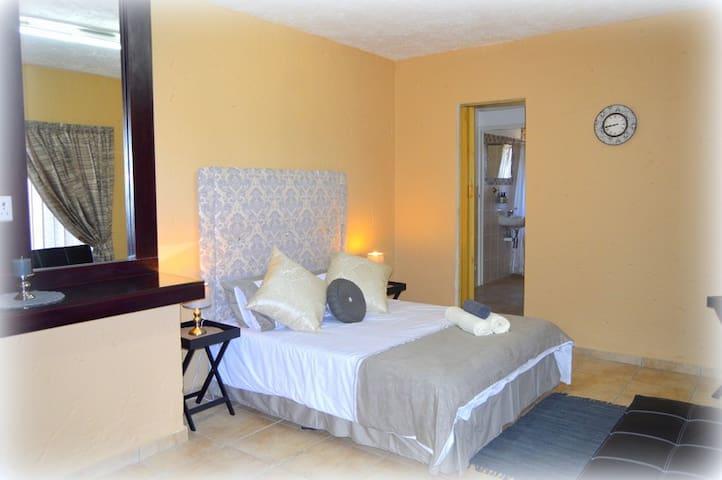 Monte Vista Private Suite - Krugersdorp - Bed & Breakfast