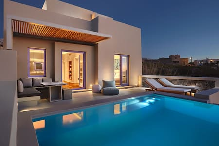 Spectacular Luxury Villa in Santorini (NEW)