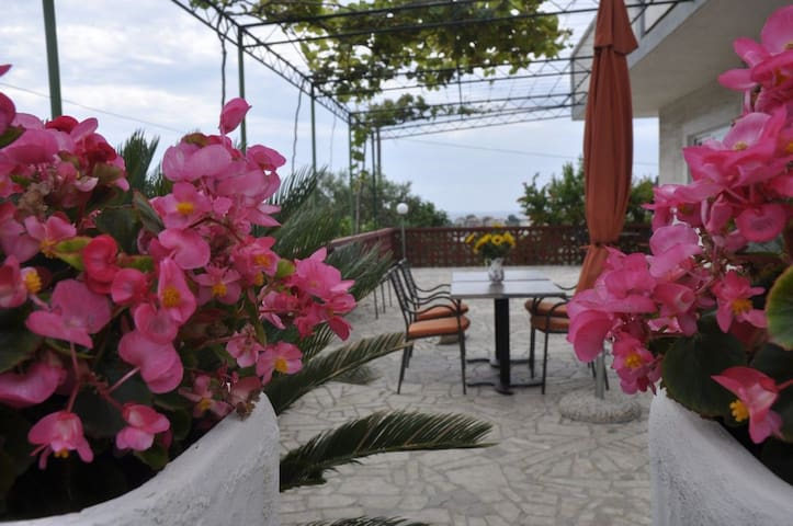 Room, 150m from city center, beachfront in Kampor - island Rab, Balcony