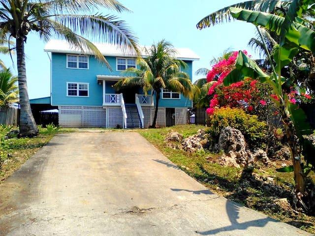 Eco del Mar, Water Front House in Flowers Bay - Roatan - Casa