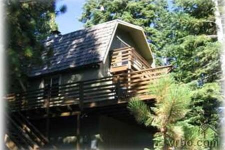 Treetop Cabin Dog Friendly SKI LEASE AVAILABLE - Carnelian Bay