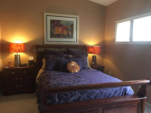 Cozy Bedroom with Private Bath w/ Home Gym!
