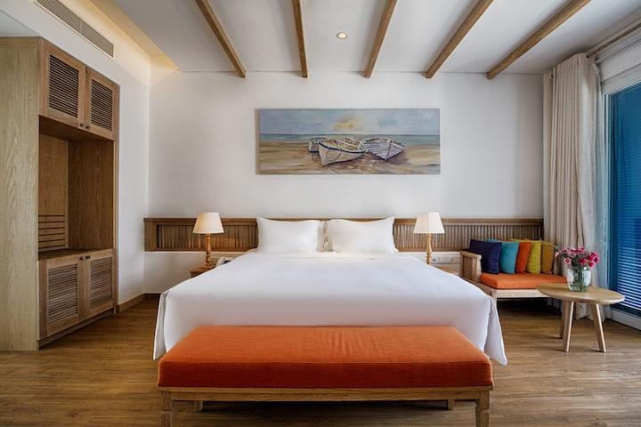 A Plush 5-Star Resort King Suite in Da Nang 506