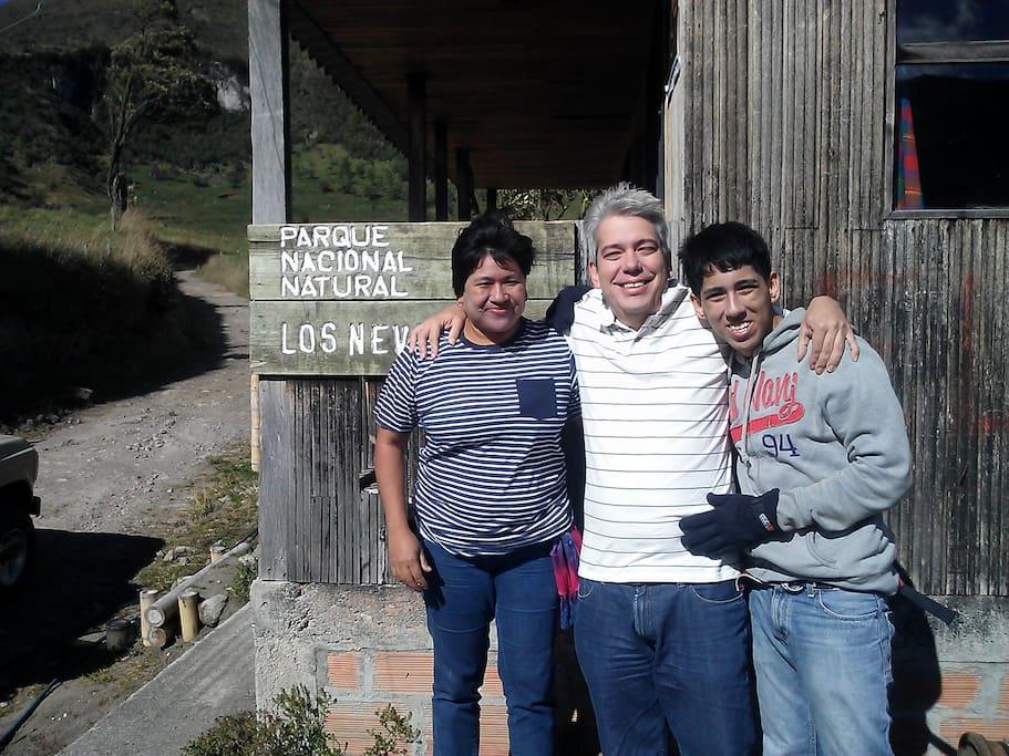 la familia unida ,en parque de los nevados manizales colombia