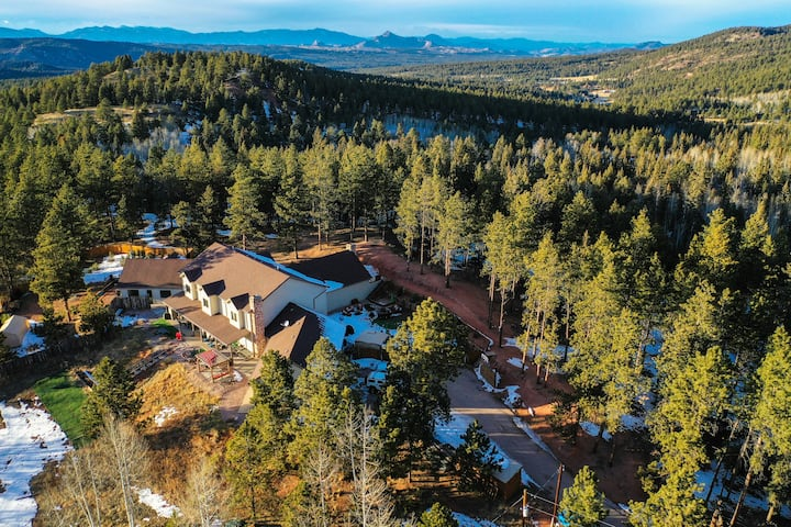 The CO-RETREAT ~ Escape to Beautiful Seclusion & Serenity