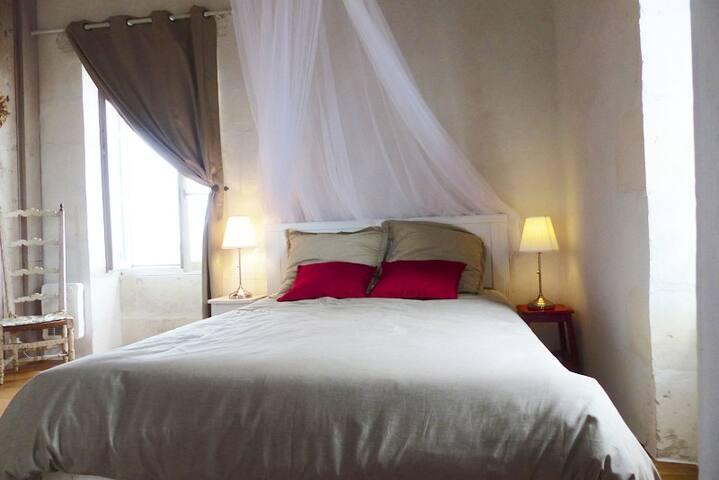 Chambre 2 le lit double au 3ème étage