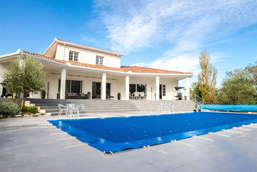 magnifique souplex dans villa avec piscine , idéale por seminaire ou vacances en famille