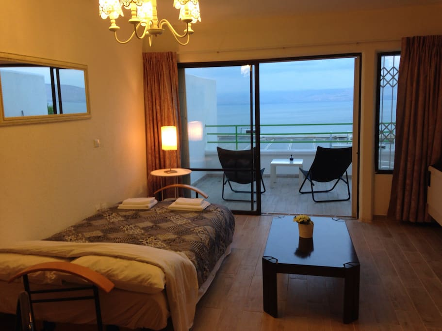 First flour double bed with a panoramic view to the lake and complete privacy . (Second double bed)