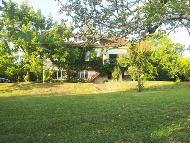 Grande maison sur un beau terrain - Puybrun - Casa