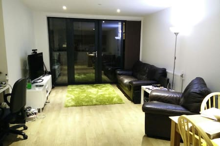 Large Double Room in Modern Flat - London - Apartment