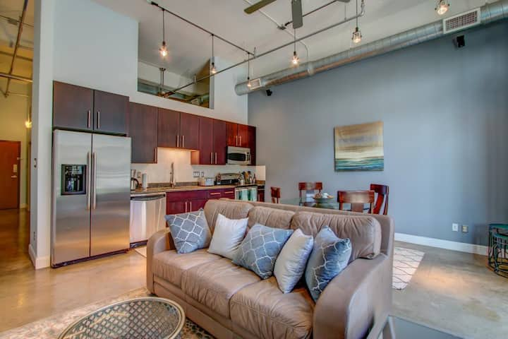 Luxury Poolside loft in the heart of downtown SA