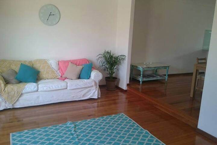 Double room in a sunny beach house - Scarborough - Huis