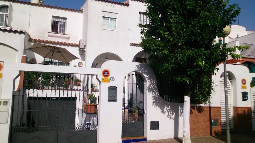 Económica a 10 minutos del centro ciudad - Mairena del Aljarafe - House