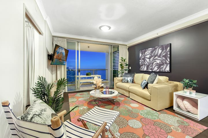 Central  Surfers 2 Bedroom Ocean—We Accommodate