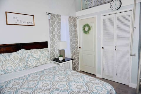 Cozy Studio With Loft Centrally Located In Negril.