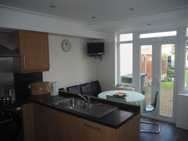 2 bedroom house - Enfield - House