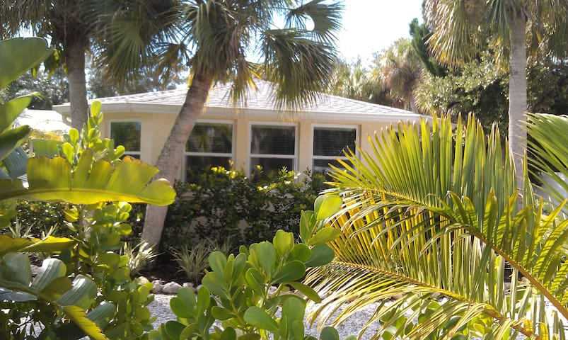 Private Studio-Separate Entrance-Walk to Village - Siesta Key - Wohnung