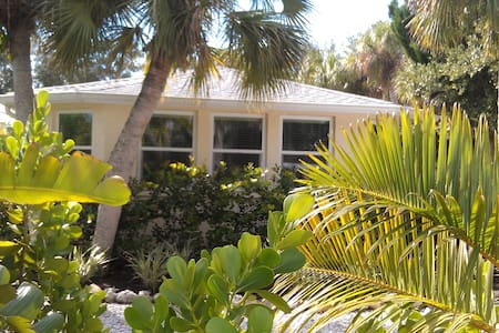 Private Studio-Separate Entrance-Walk to Village - Siesta Key - Huoneisto