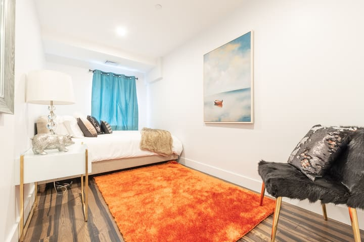Spectacular 3Br 2Ba Getaway in Seaport District!