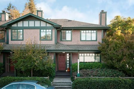 Fabulous Marin Townhouse - 라크스퍼(Larkspur)