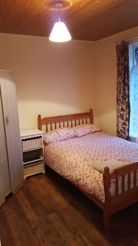 Double Room in Dublin Home,Real Irish Experience:)