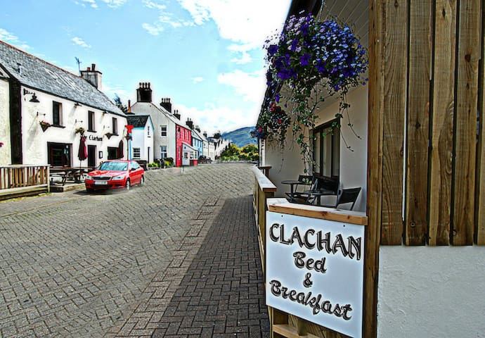 A Double Room (Rm 1) at Clachan B&B - Dornie