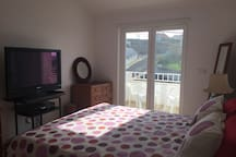 3rd Bedroom (1 double bed + 1 single bed or 3 single beds)