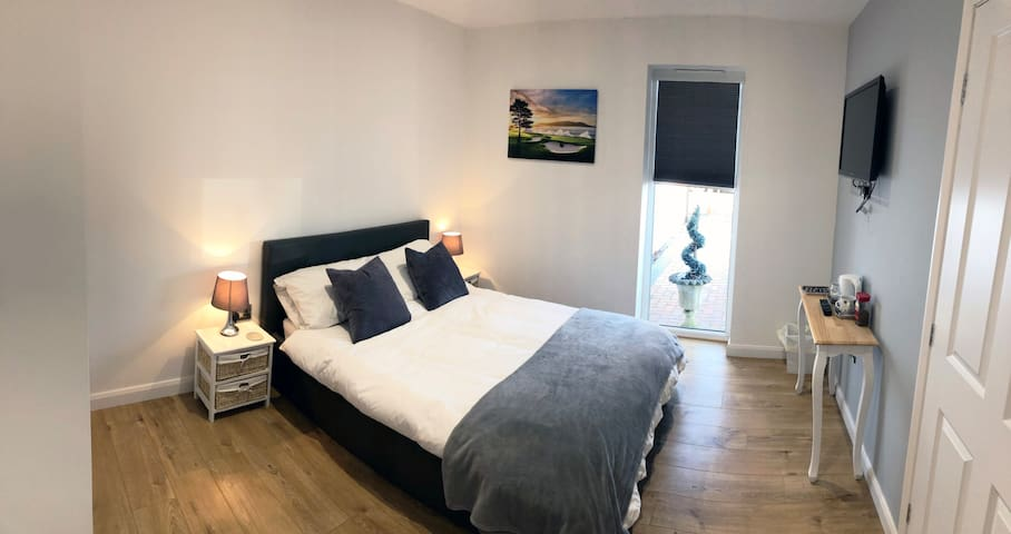 2 Private Bedrooms