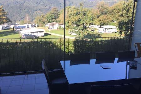 Grande appartamento con vista sulle montagne - Cureglia - Flat