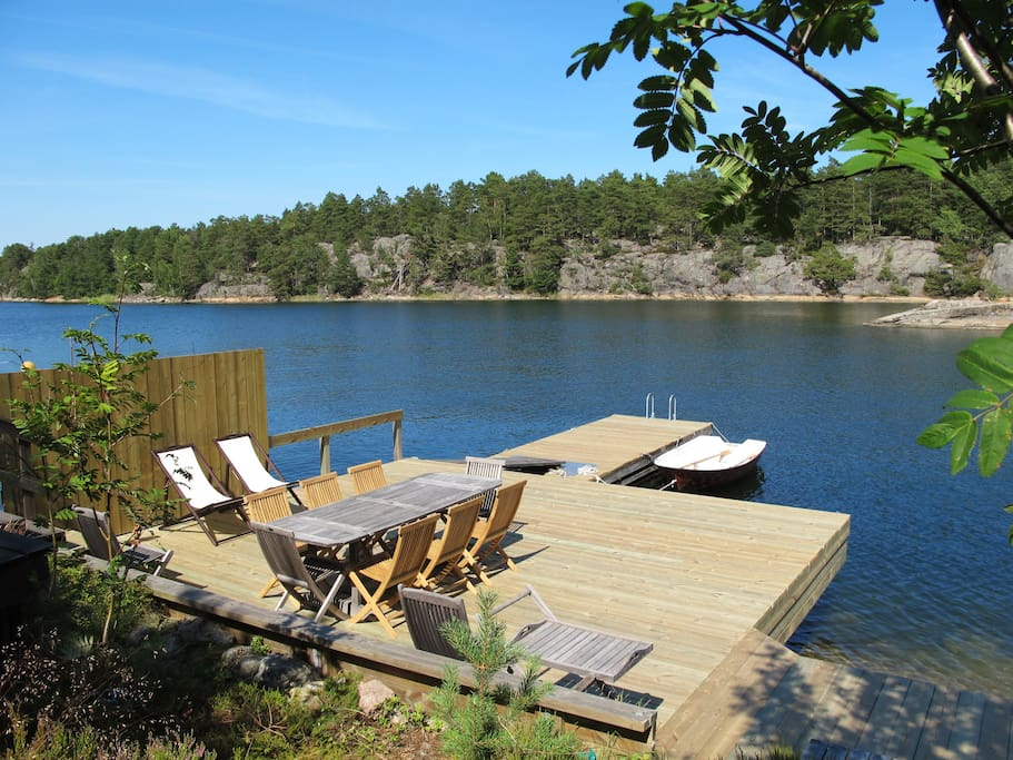 The dock with deck chairs and rowing boat available for guests