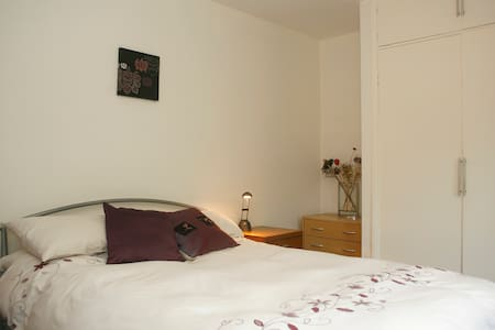 Double room in central Anglesey - Gwalchmai