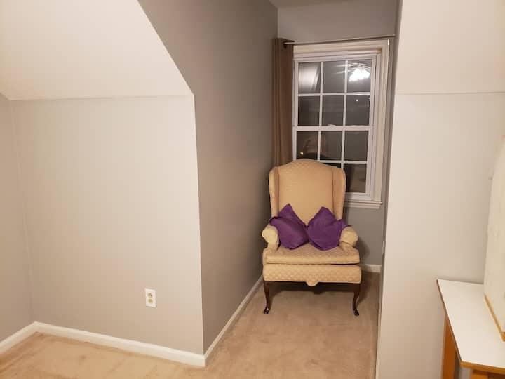 Upstairs twin w/ trundle room, pool, private home