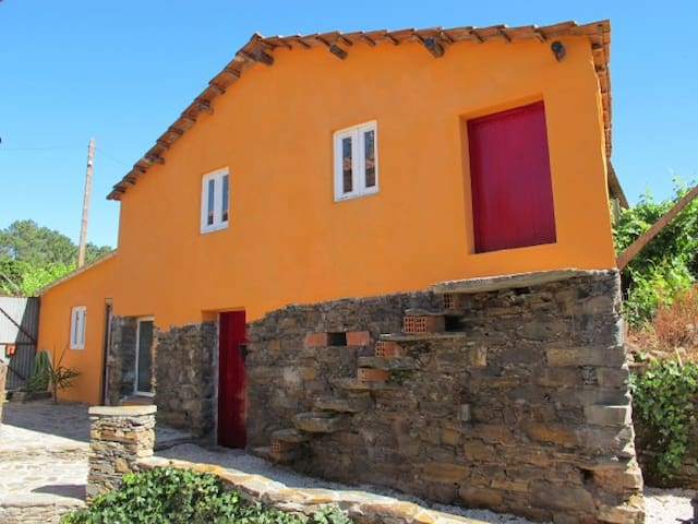 Quaint and Cozy Little Cottage - Pedrógão Grande - Hus